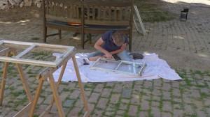 Susanne entfernt den alten Kit