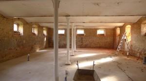 Boden drin und Säulen gestrichen